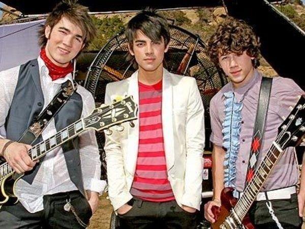 Jonas Brothers on Hannah Montana Set 2007