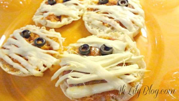 pizza mummy recipe | Halloween Food | Pinterest