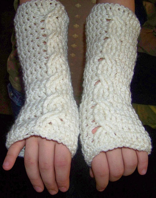 Free Knitting Pattern For Cabled Fingerless Gloves : Cabled Mitts