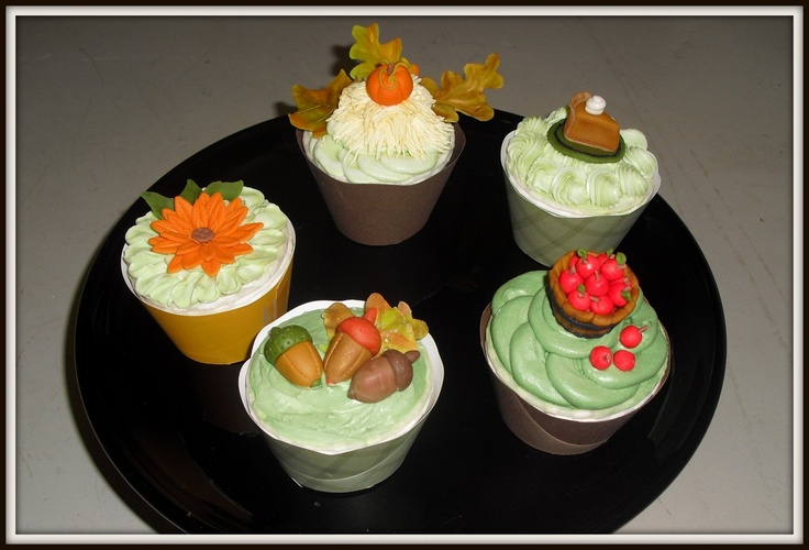 Cake Decorating With Buttercream Pinterest : Fabulous Fall Cupcakes Mrs. Buttercream Cake Decorating ...