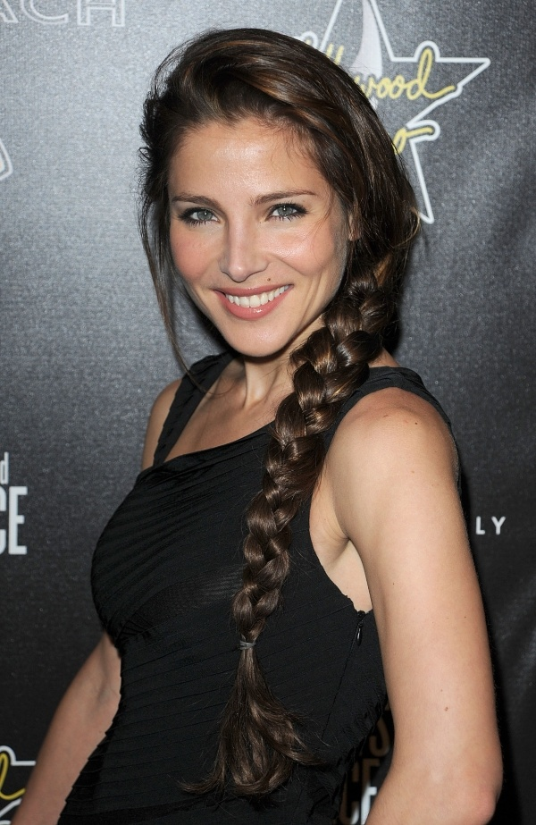 Elsa Pataky is absolutely beautiful.she is so lucky that she is married to chris hemsworth Mmmmm