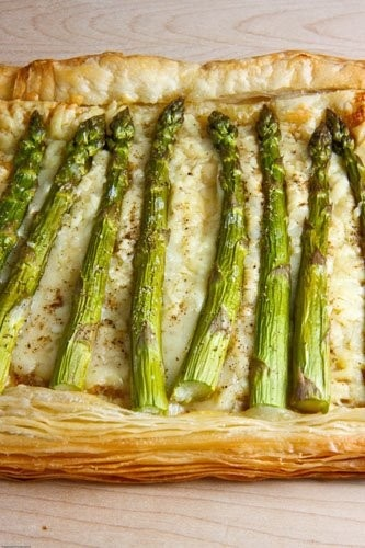 How divine does this asparagus and Gruyère tart look? Just might have ...