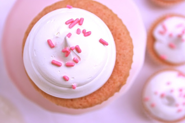 Krissy's Creations: Strawberry Cupcakes with Marshmallow Frosting