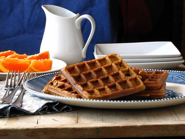 Brown Sugar Cinnamon Waffles via @Milisa- Miss in the Kitchen -- yummo!
