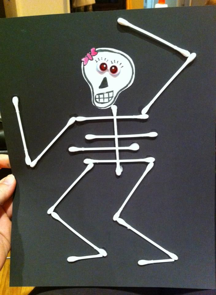Love this fun idea for a halloween.  I had to slightly bend the qtips for the ribs so they would stick.