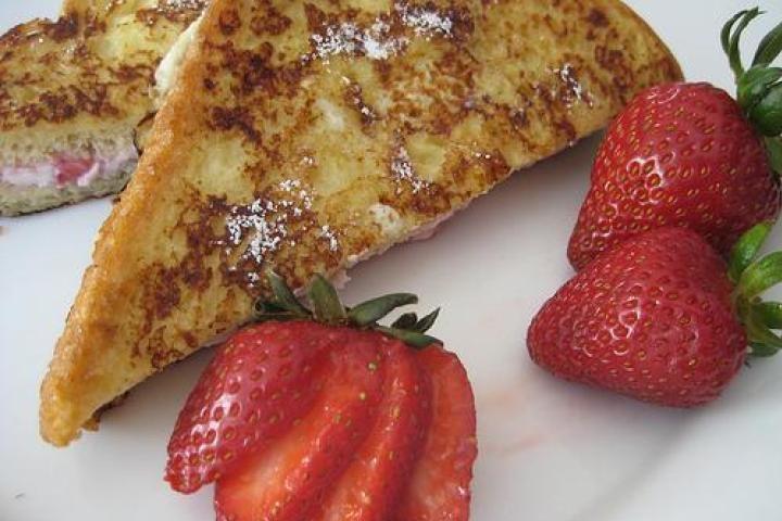 Strawberry Cheesecake French Toast | yummy | Pinterest