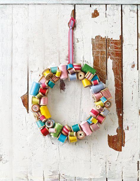 Cotton-reel wreath