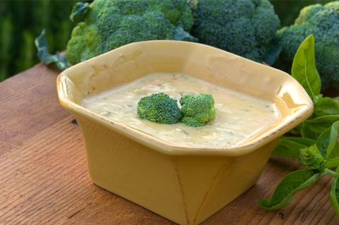 Healthy cream of broccoli soup - A recipe to try coconut milk.