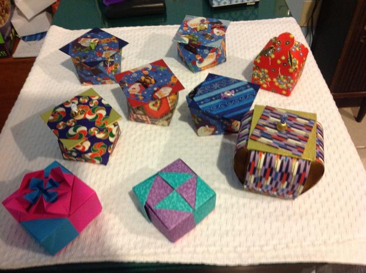 Cajitas hechas con cartón. Mexico.