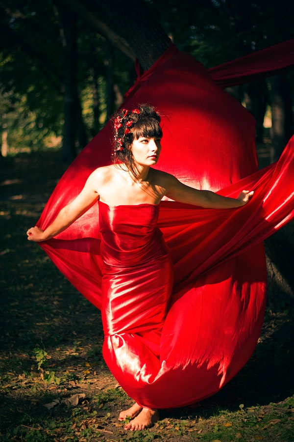 """Red"" photoproject. Naked girls in red cloth in the woods"