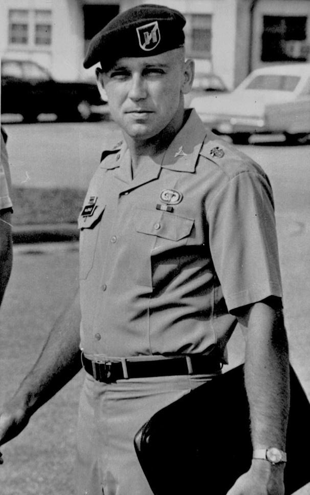 Dr. Jeffrey MacDonald - Green Beret - doctor - accused of killing his ...
