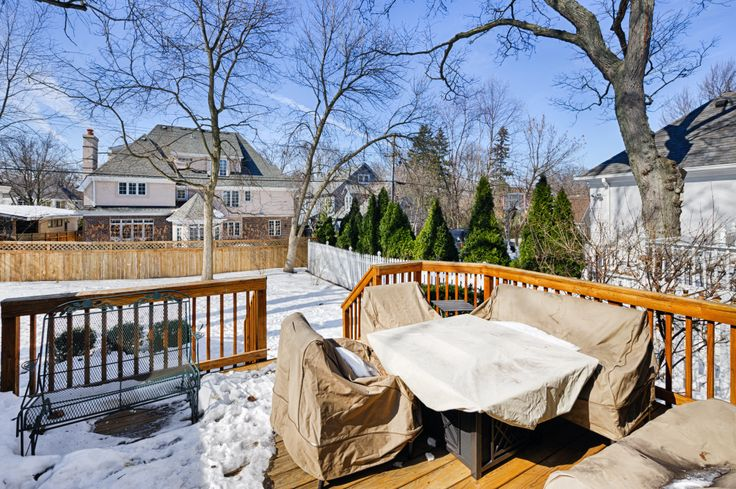 Two Tiered Backyard : Twotiered deck to fenced backyard  706 S Thurlow, Hinsdale  Pinte