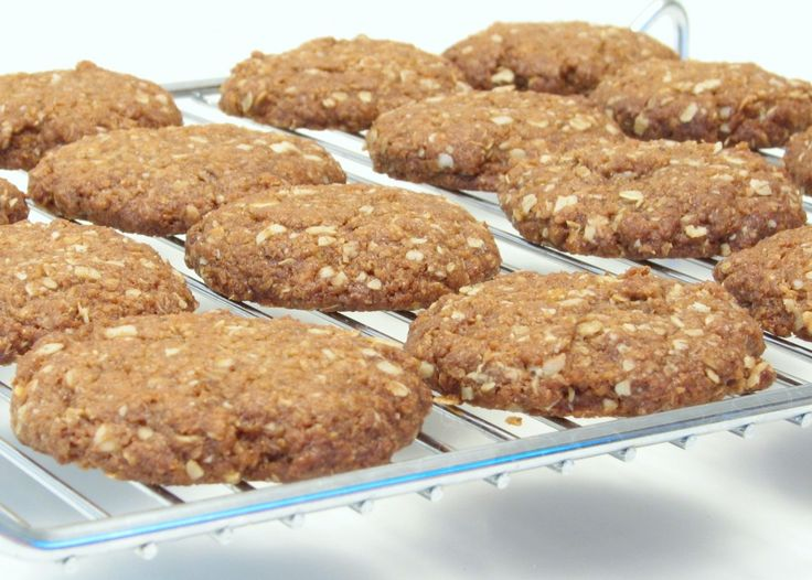 anzac cookies (rolled oats, coconut) | dessert: lunchbox sweets | Pin ...