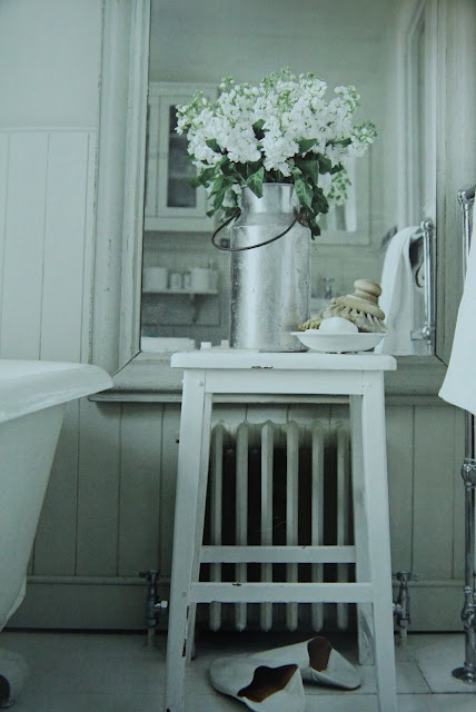 Country style bathroom country living pinterest for Country living bathroom accessories