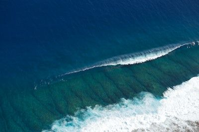 Surf Teahupoo From Above Waves Natural Wonders Pinterest