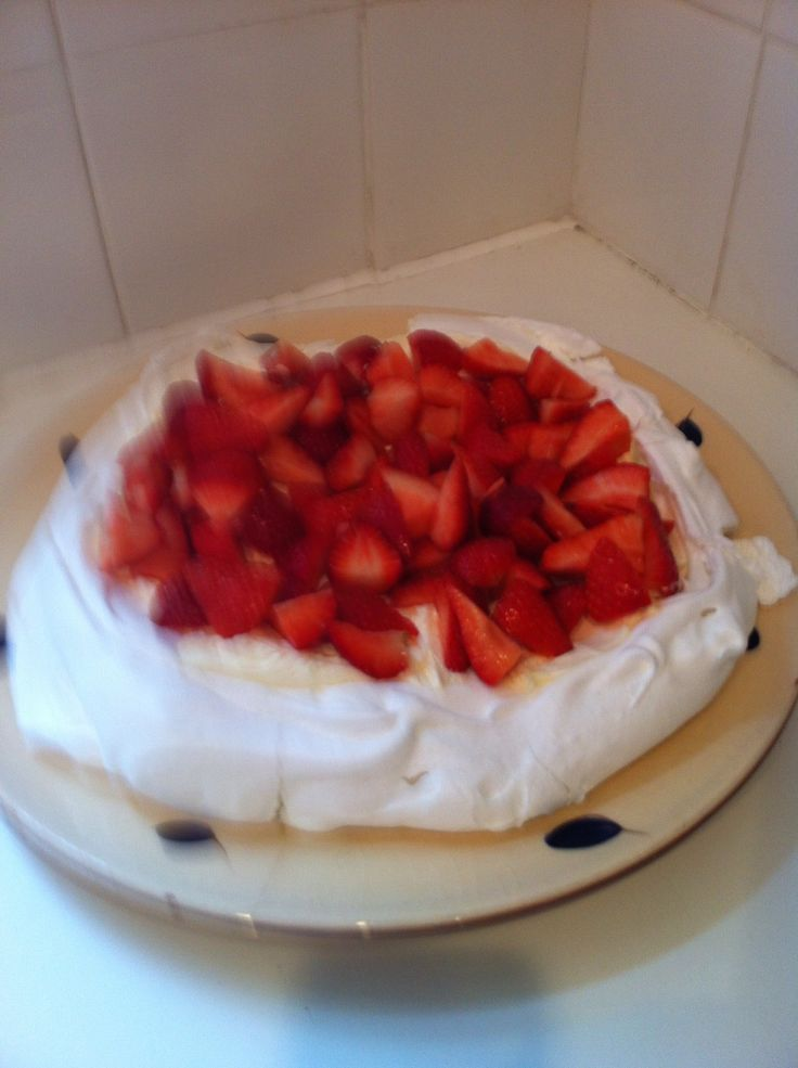 Strawberry Pavlova | My Homebaked Cakes | Pinterest