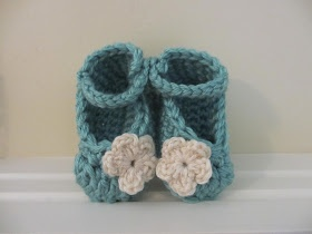 Knitting - Baby Knitting Patterns - Baby Cables Bootie Socks