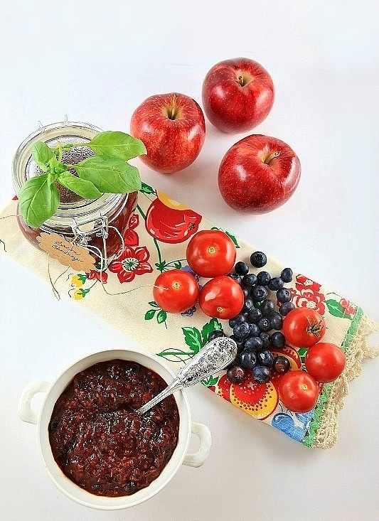 Bacon chutney with apples, blueberries, and tomatoes. Sweet and savory ...