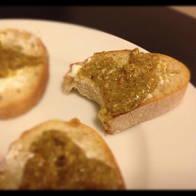 pumpkin seed pesto & goat cheese crostini. yummmmmmm.
