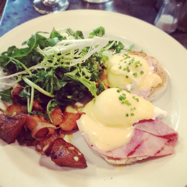 ... Julliette, Williamsburg. #Nyc #brooklyn #brunch #eggs #arugula #sunday