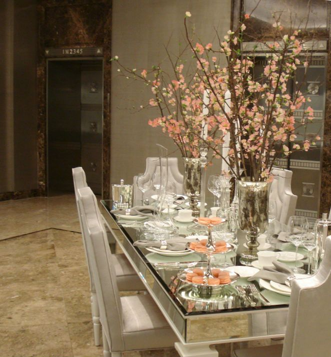 I wish my table looked like this (this one is Tiffany & Co.) Click through to see more pics!