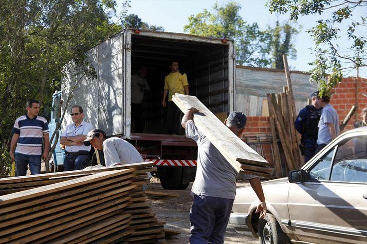 9/9/14 - grupo age contra ocupação irregular. Foto: Rafael Silva/COHAB