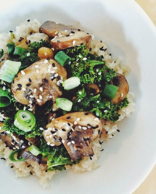 spicy peanut mushroom kale rice bowl | food yummy | Pinterest