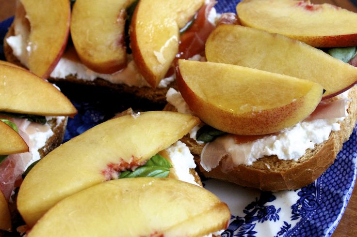 Peach Ricotta Crostini | Healthy Cooking | Pinterest