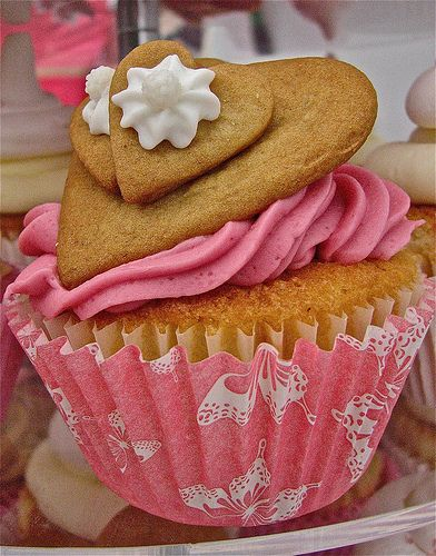 Stacked Heart Cookie Topped Cupcake | Cake and Cookie Designs Seasona ...