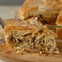 Ground Beef Pie...add broccoli and make beef and broccoli pie! mmmm!