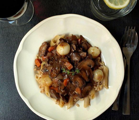 Mushroom Bourguignon | VeGaN ChiLis N StEwS | Pinterest
