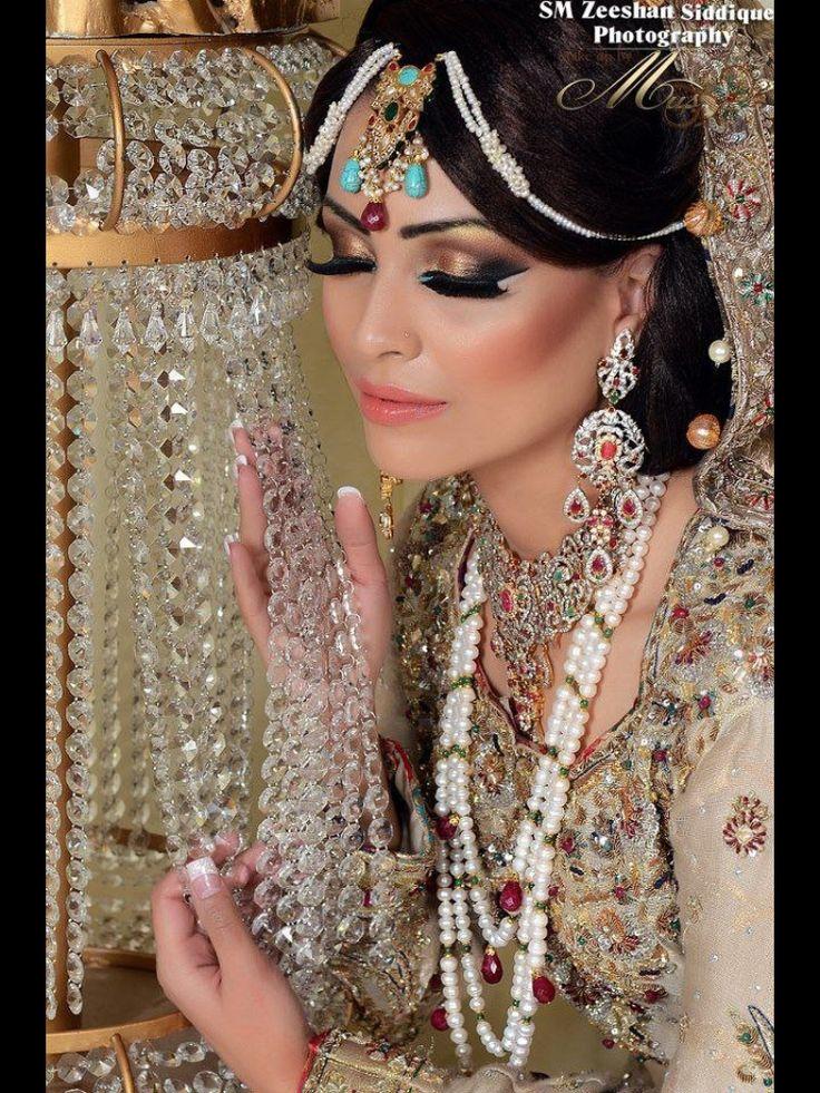 White Dress Bridal Makeup : Mughal bridal pakistani white dress. Pakistani Bridal ...