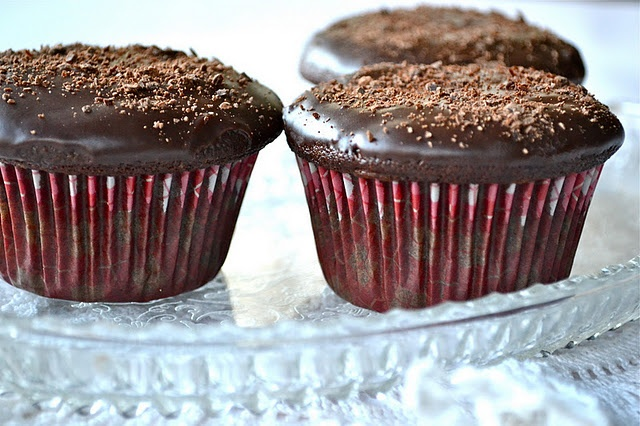 Ganache-Filled Chocolate Cupcakes With Seven-Minute Meringue Frosting ...