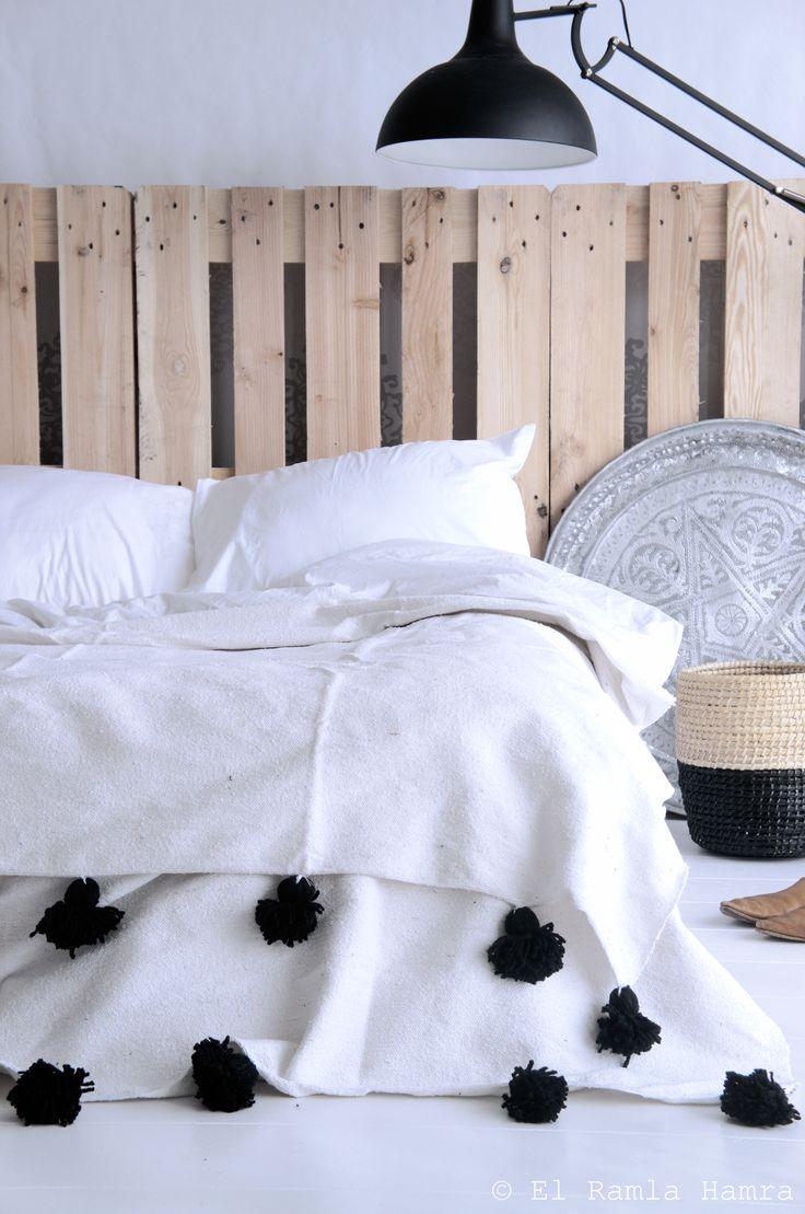 Cool Blanke pallets achter bed | 101 DIY pallet furniture | Pinterest