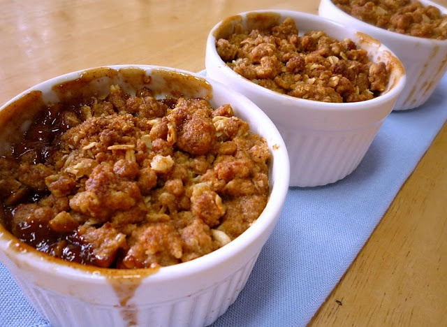 Food Wanderings in Asia: Warm Apple Crisp on A Cold Day