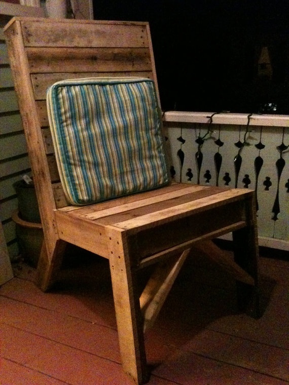 Who doesn't love stuff made from old pallets?? I sure do!