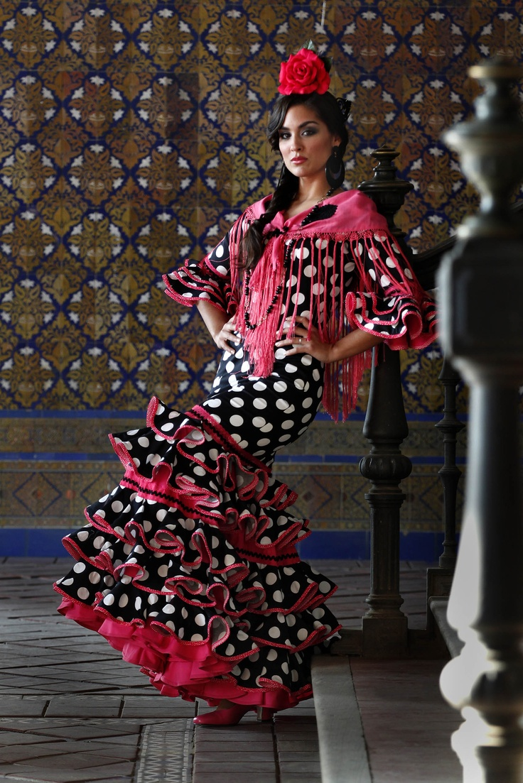 Traje negro de flamenca
