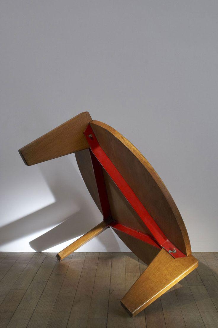 Table basse en bois de Jean Prouvé