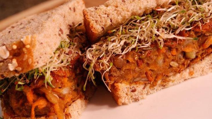 Spiced Lentil Carrot Veggie Burgers | vegetarian + vegan | Pinterest