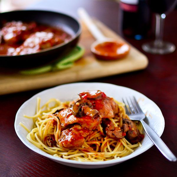 Easy Chicken Cacciatore http://www.justputzing.com/2012/09/easy ...