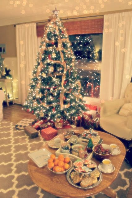 magical Christmas morning-breakfast on the coffee table...love this ...