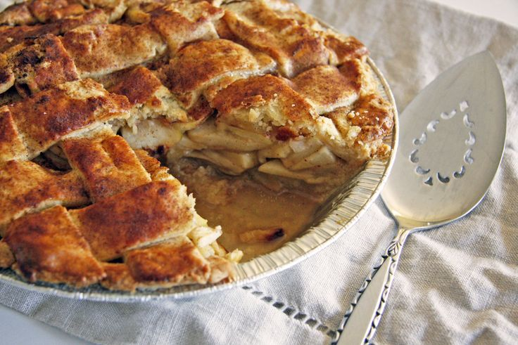 apple pie with cheddar crust | PIES//TARTS//COBBLERS | Pinterest
