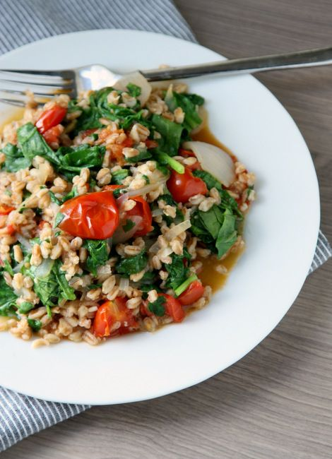 ... (seriously - one pot! And a knife) farro with spinach and tomatoes