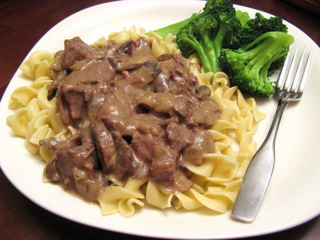 The Well-Fed Newlyweds: Slow Cooker Beef Stroganoff