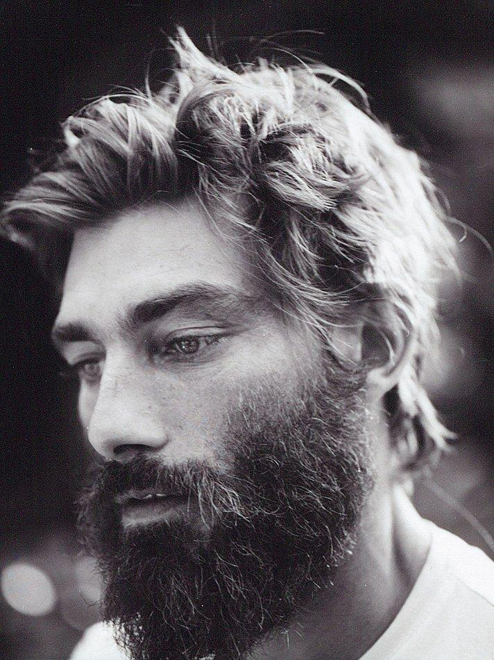 Barbe de hipster ébouriffé