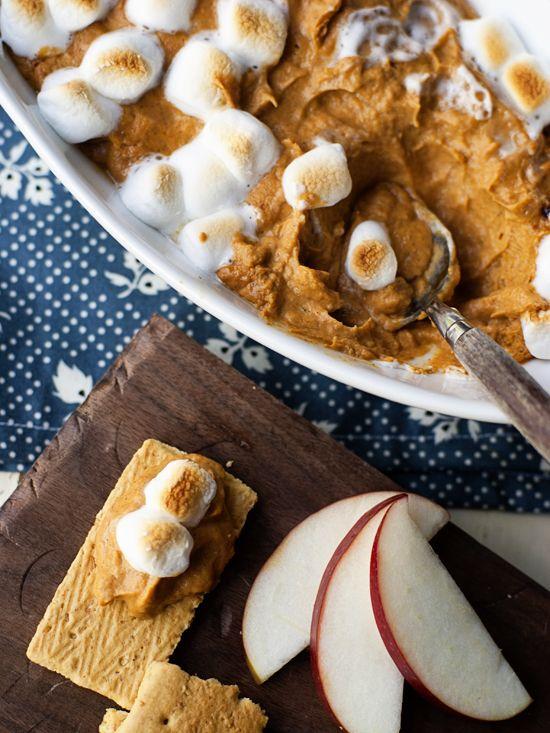 Spiced Pumpkin Pie Dip - Jelly Toast - #pumpkin #dip #thanksgiving