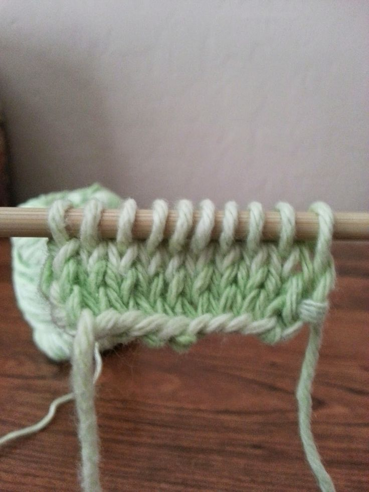 Twisted Knit Stitch Round Loom : Loom knitting a hat in traditional stockinette stitch Images - Frompo
