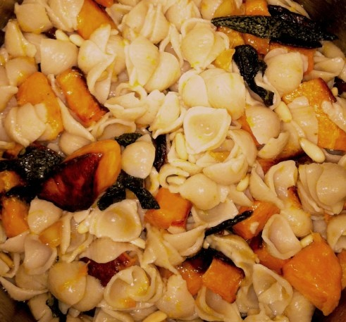 Pasta pan-fried with butternut squash, sage, pine nuts