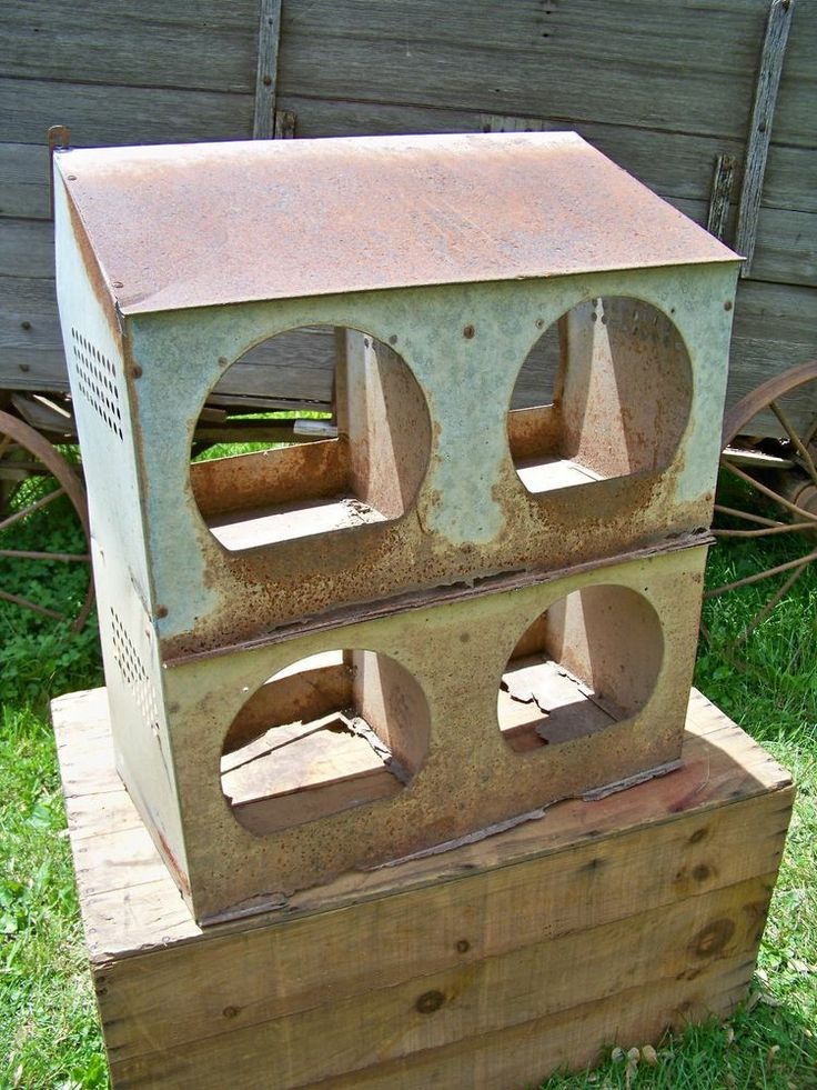 Old vintage 4 hole metal chicken coop nest box antique for Old farm chicken coops