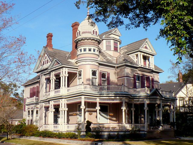 Victorian home in mobile alabama homes gingerbread and for Mobile al home builders
